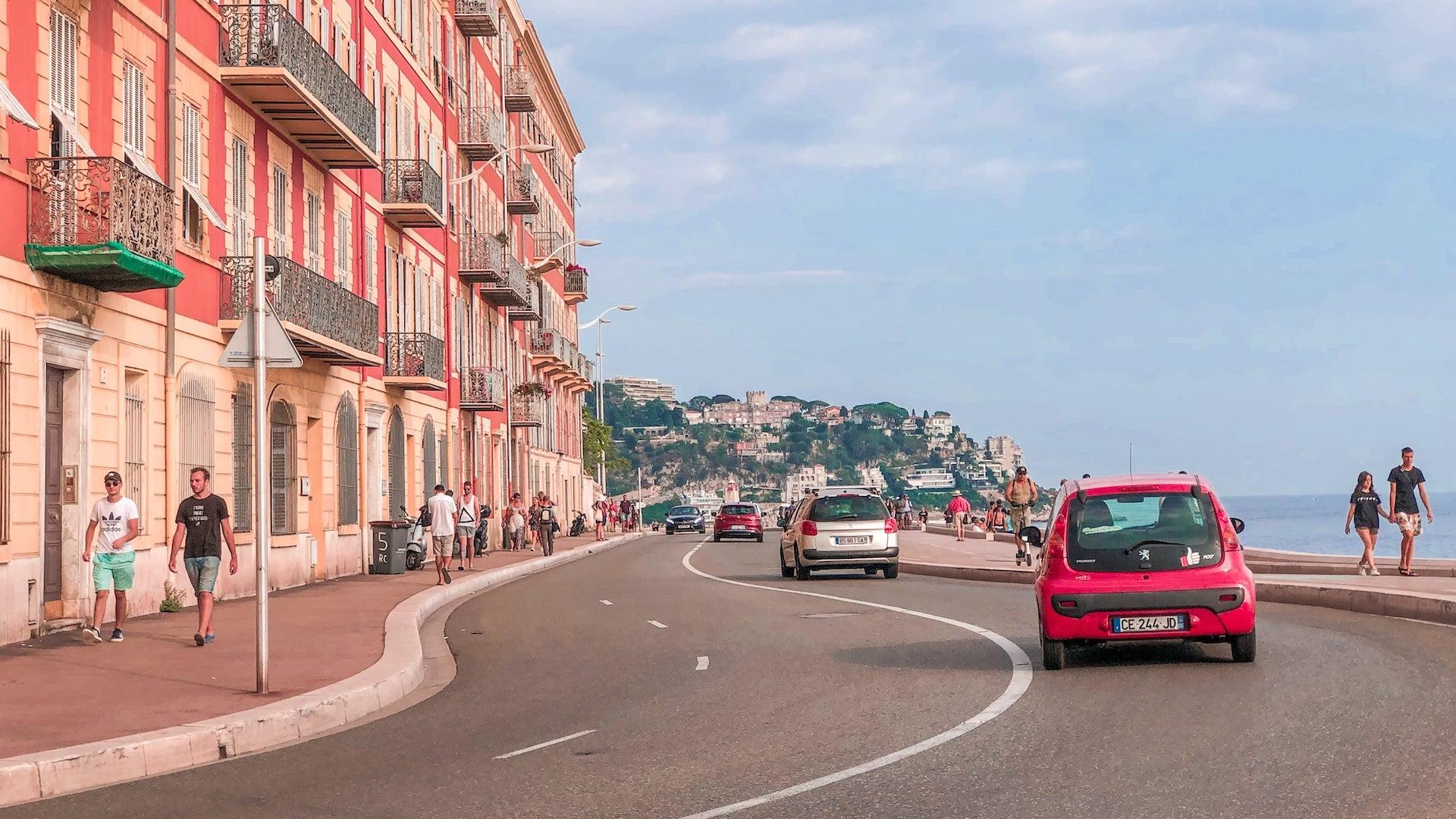 como alugar um carro e dirigir na França