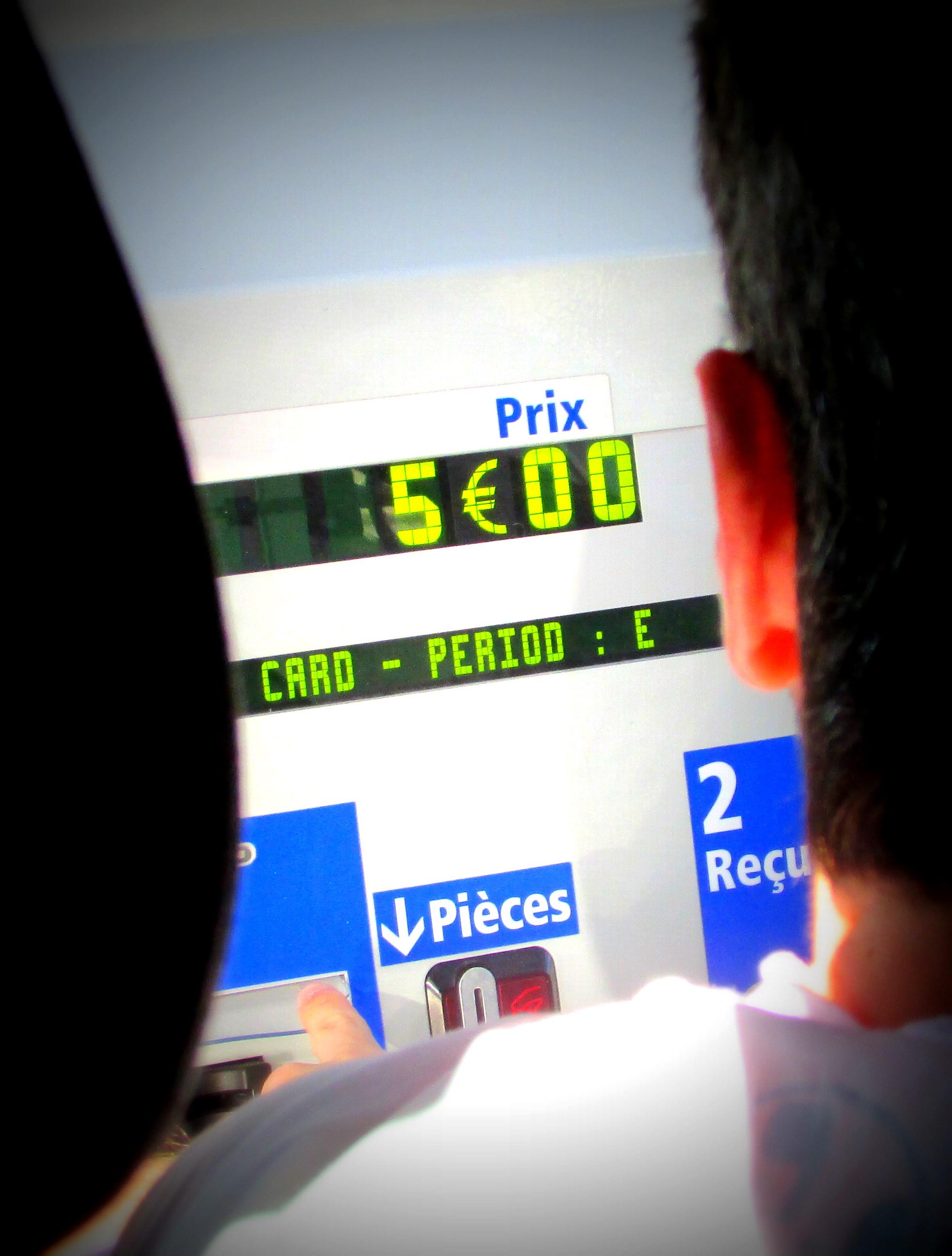 Como Alugar Carro - Abastecimento na França