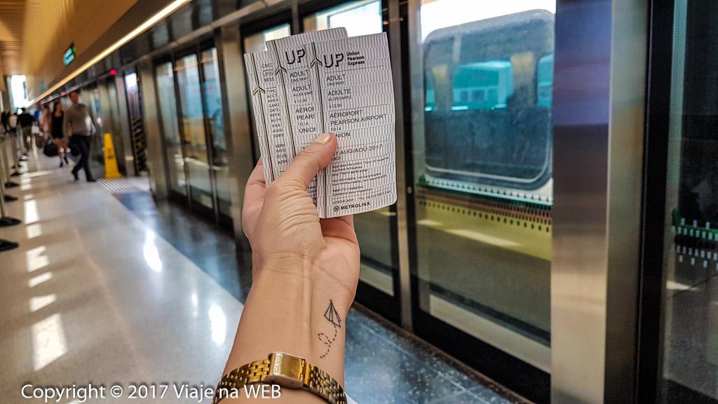 Viagem de trem do aeroporto de toronto até o centro