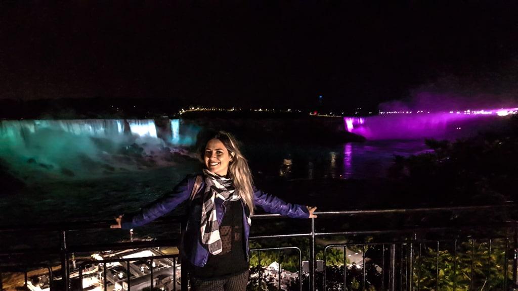 Passeio a noite em Niágara's Falls iluminada