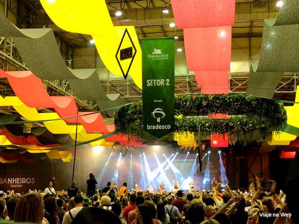 Shows e atrações da oktoberfest de Blumenau